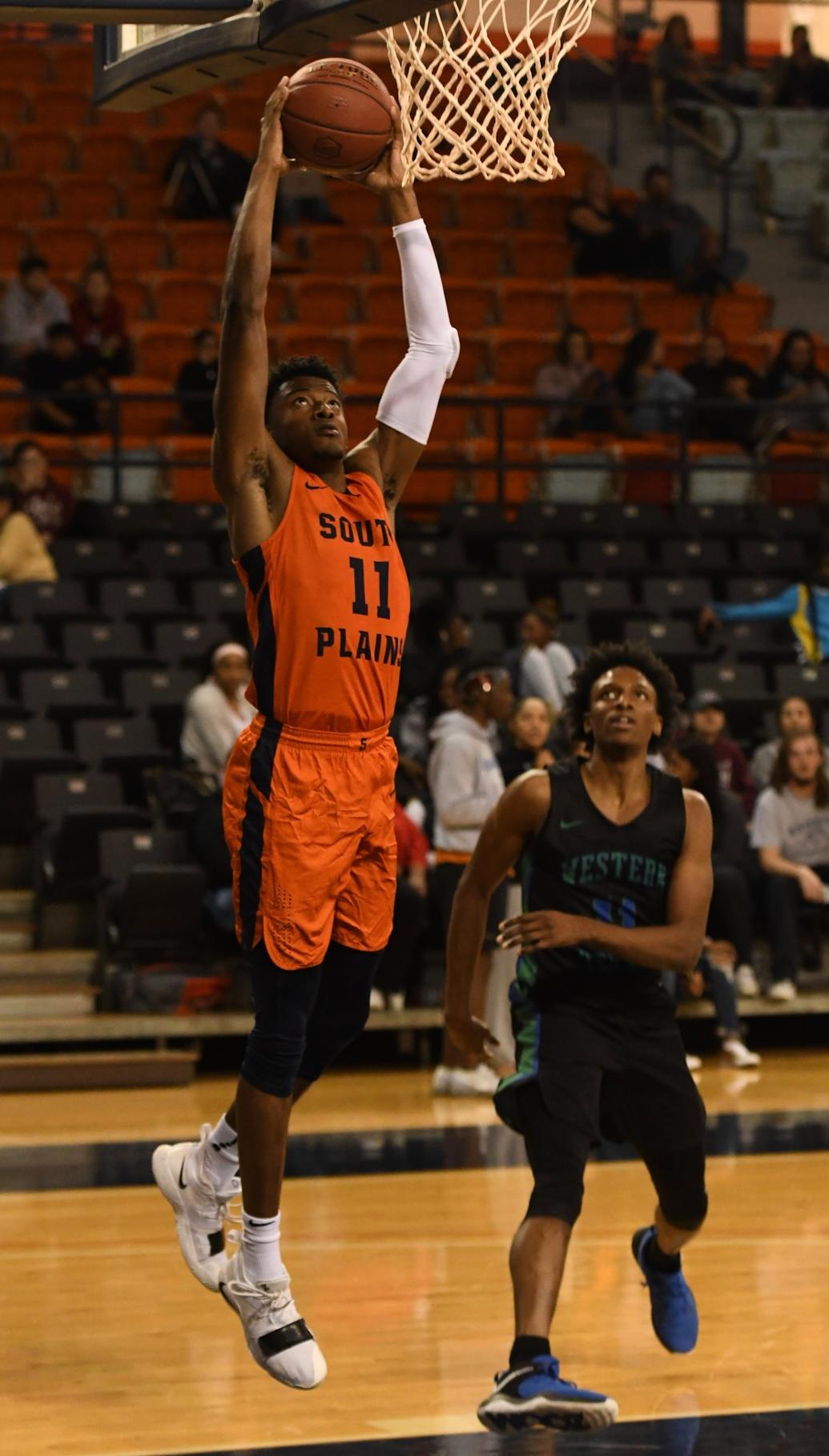 Prim scores 26 as No. 7 Texans rout Western Texas 98-68 Monday