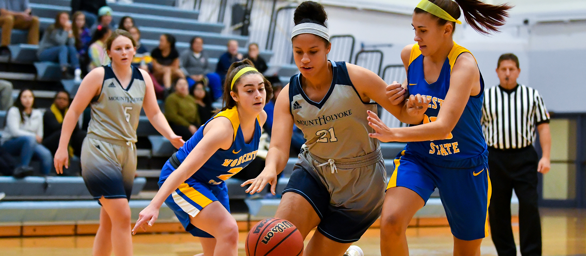 Basketball Drops Conference Opener to Wheaton