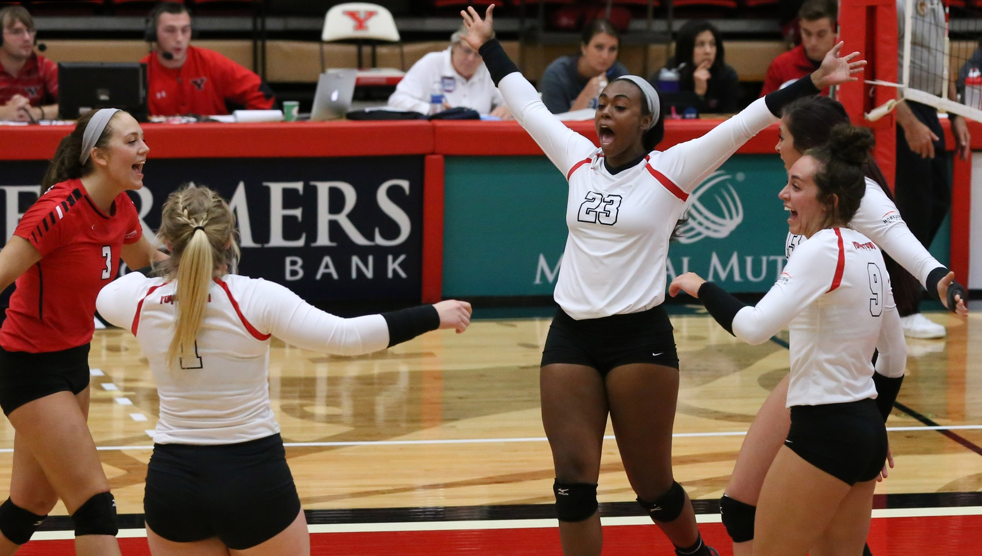 YSU Volleyball (Photo by Kyle Kroynovich)