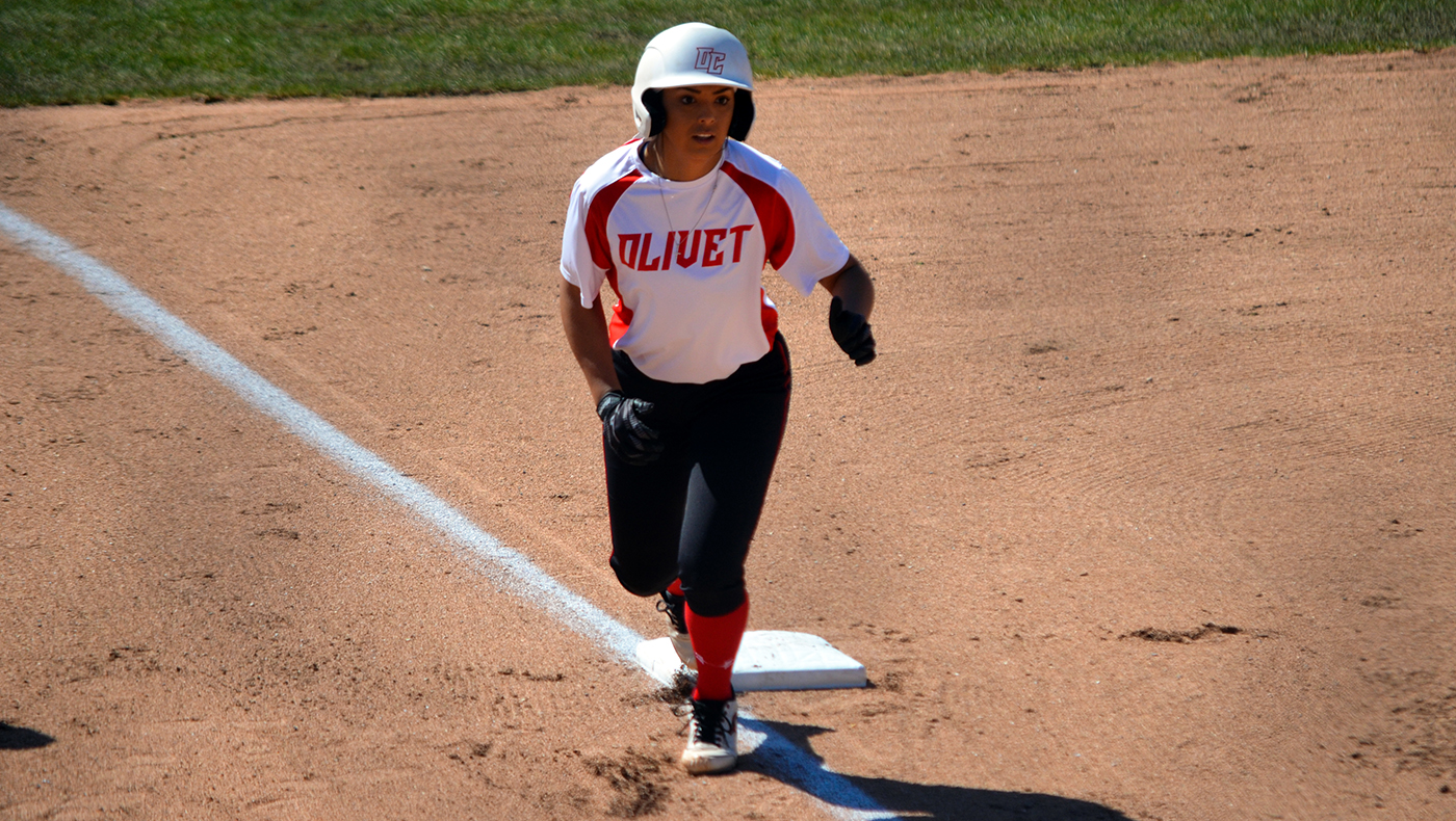 Softball team gains doubleheader split against Adrian