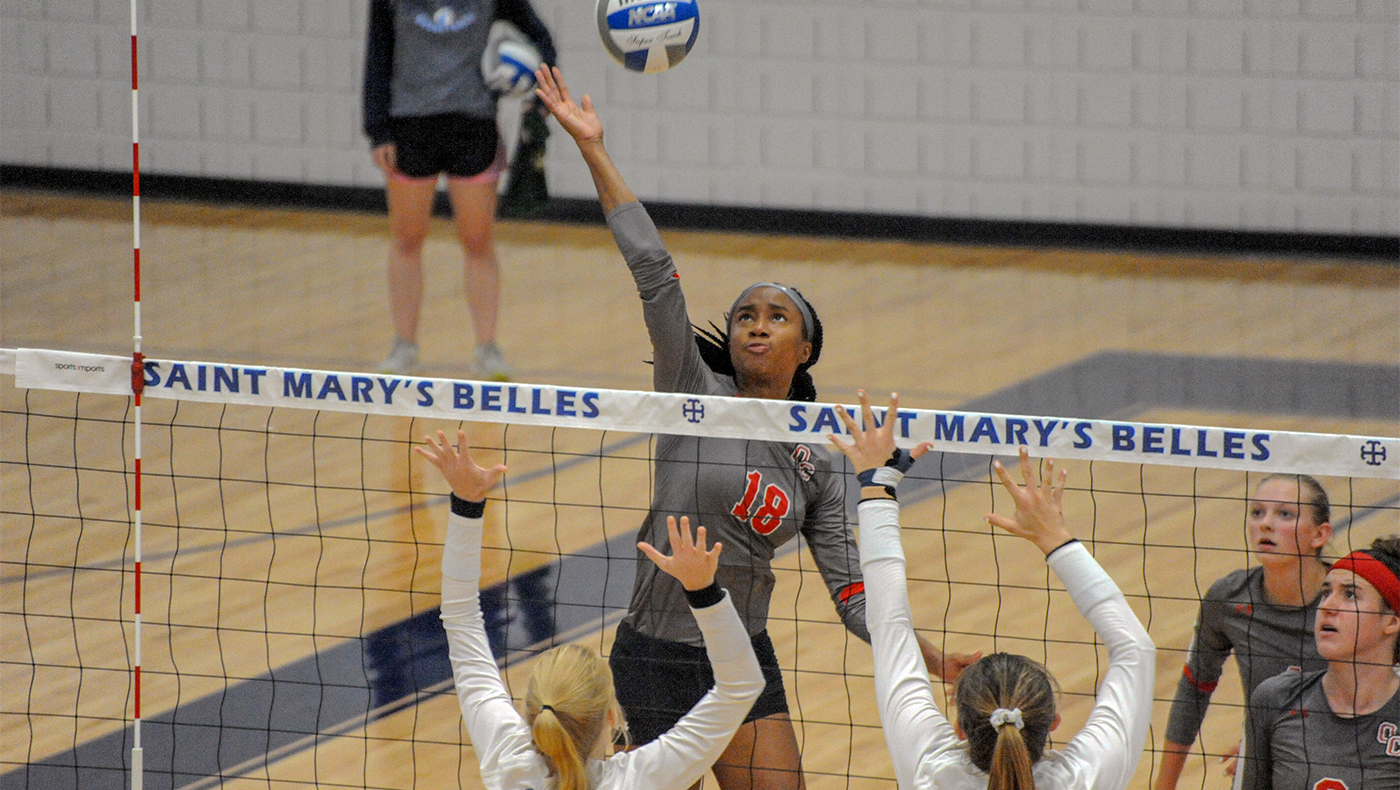 Women's volleyball team loses in three sets at Saint Mary's