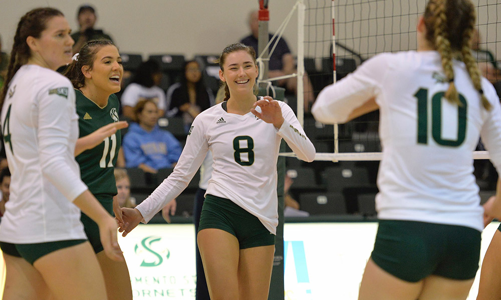 VOLLEYBALL WINS FIFTH STRAIGHT, REMAINS IN TIE FOR FIRST PLACE
