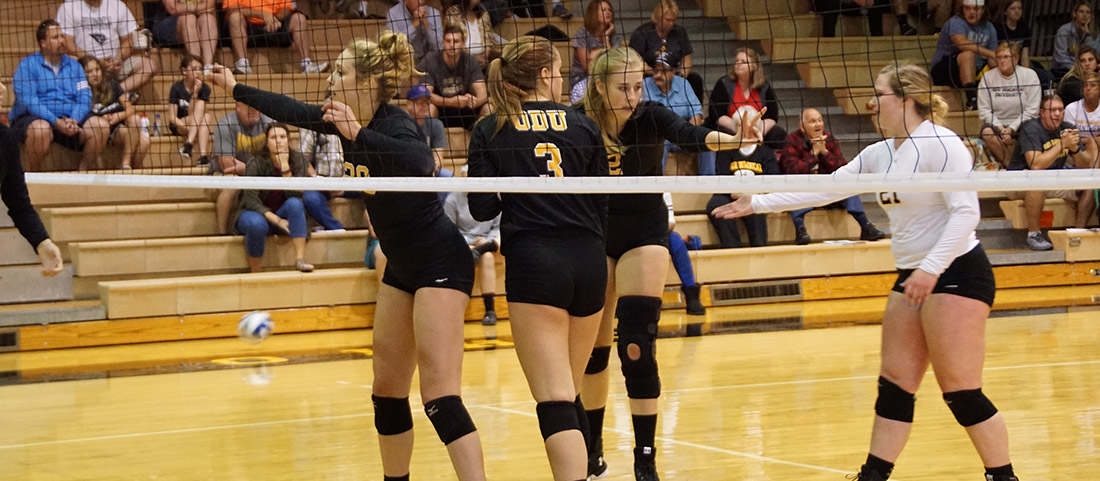 Trio Of Matches Awaits Volleyball At Midwest Region Crossover