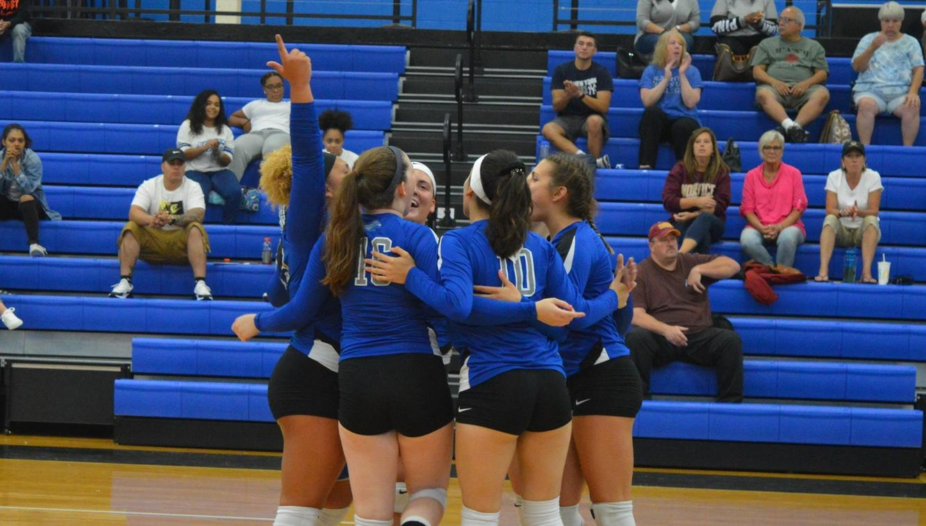 Women's Volleyball Splits GNAC Tri-Match with Emmanuel and Norwich