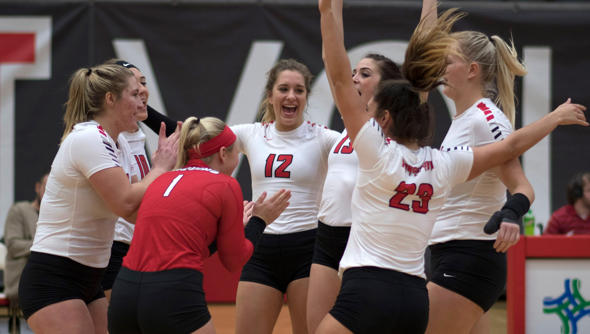 Youngstown State Volleyball (Photo by Rob Hayes)