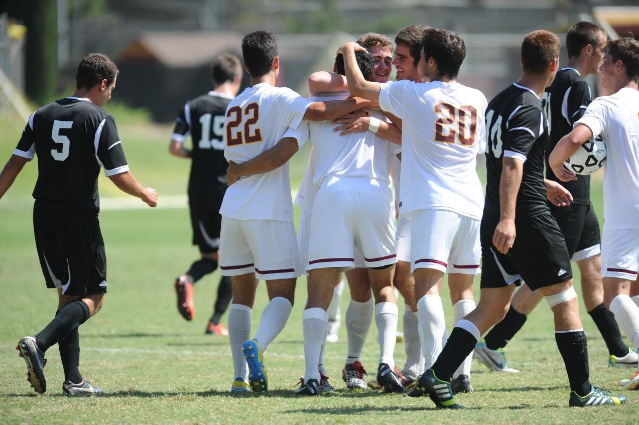 Hallberg scores two, one in last second against La Verne