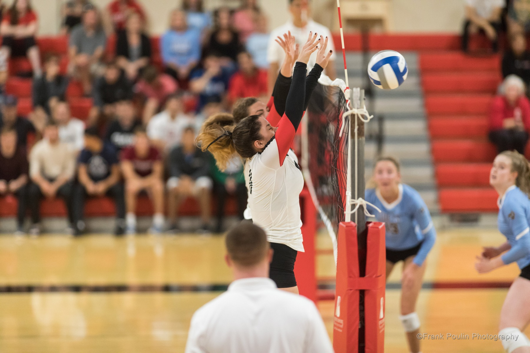 Women's Volleyball Falls To #24 Tufts