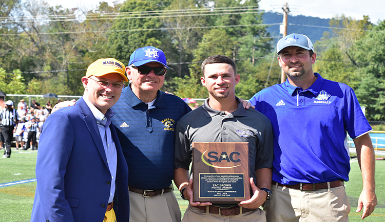 Zac Brown presented SAC Man of the Year award at Homecoming
