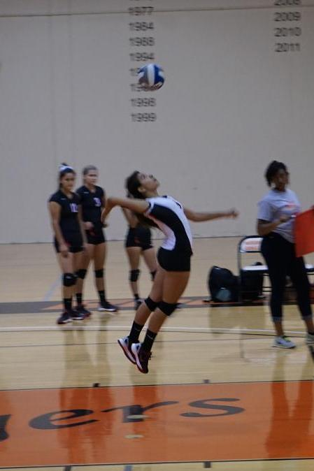 Women's Volleyball stays positive in defeat