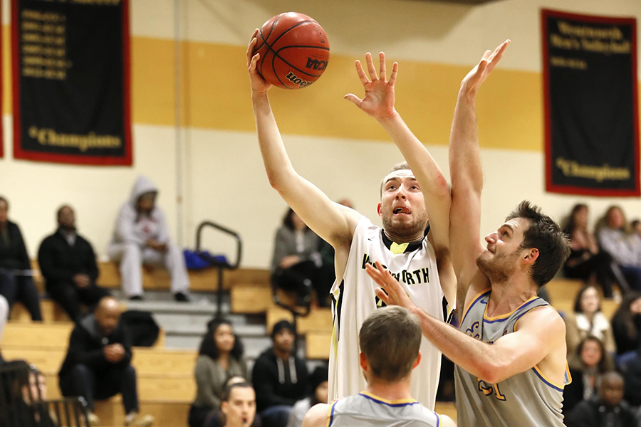 Men's Basketball Powers Past Curry