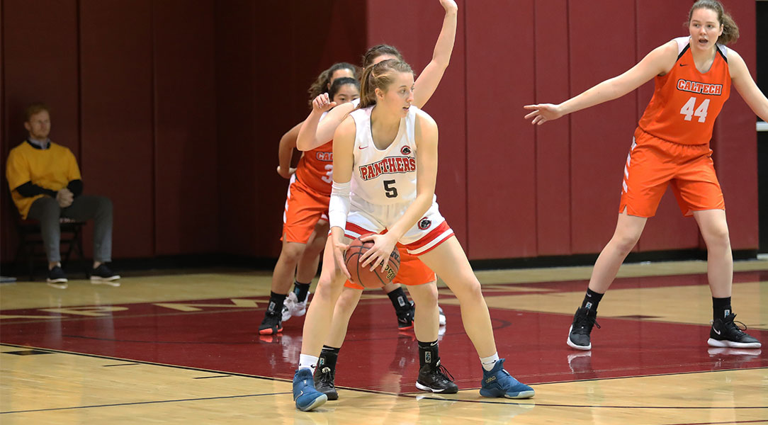 Lucy Criswell posts up on a defender.