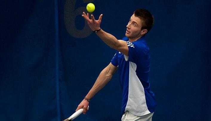 Men's Tennis Finishes Weekend 2-1