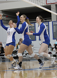Blue Volleyball Downs Babson, Advances to NEWMAC Semis
