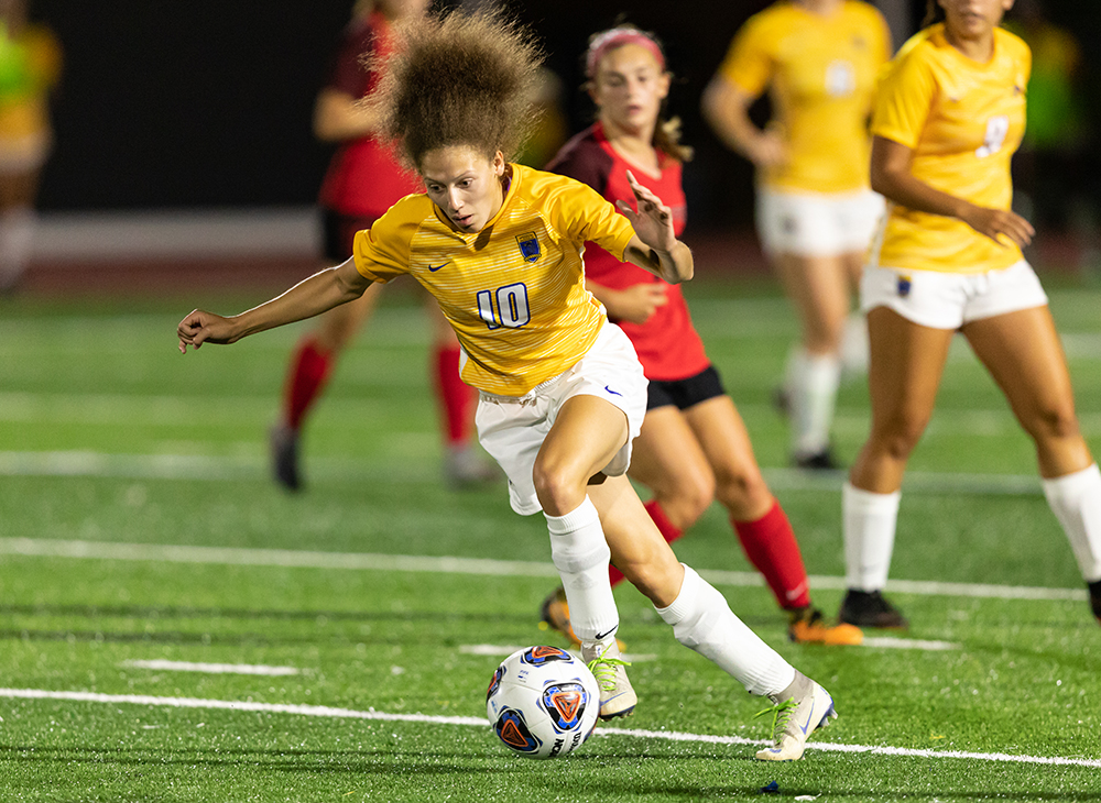 Women's Soccer Advances with 6-0 First Round Victory