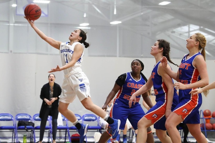 Aguirre topped the 20-point plateau for the fourth time this season in Wellesley's setback at WPI (Miranda Yang).