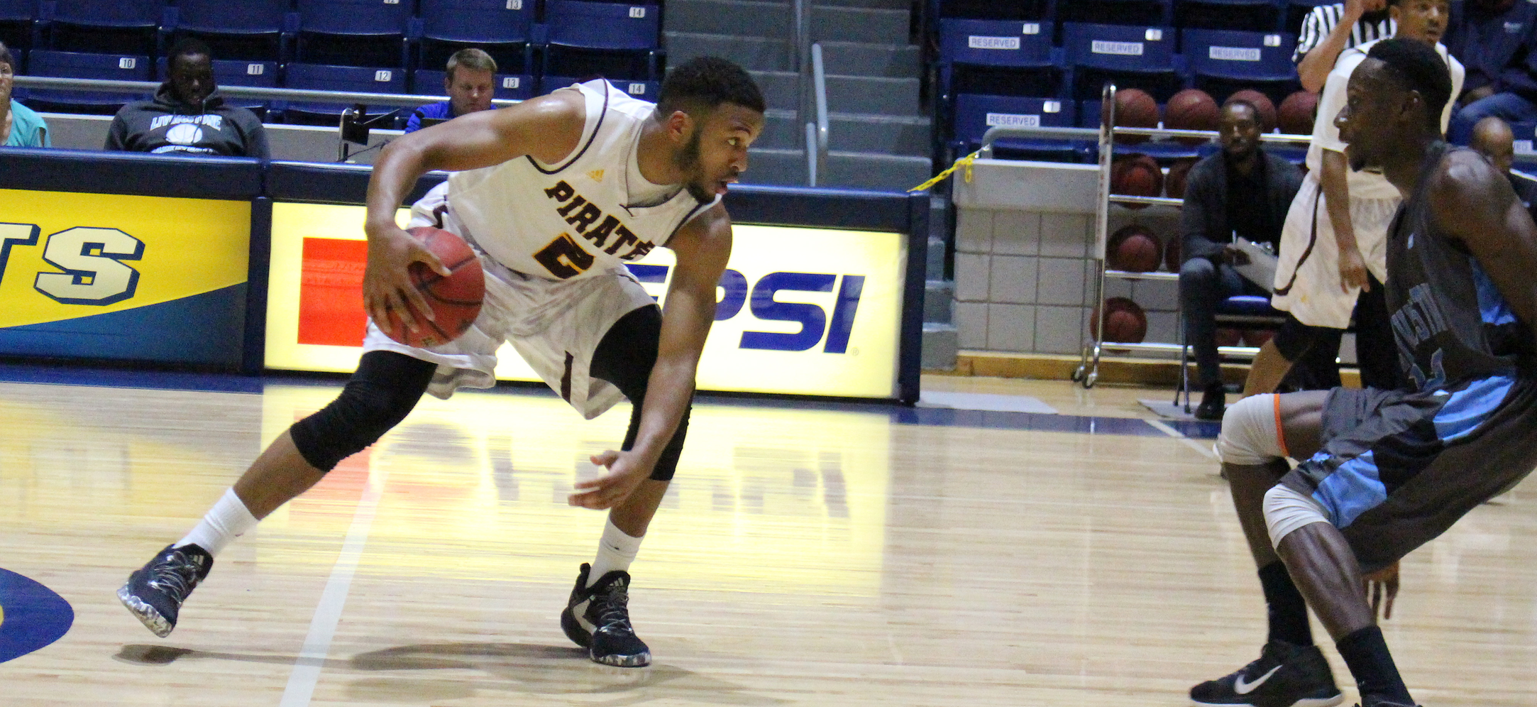 Pirates Nab Third Straight Win, Defeat Livingstone 80-76 on Friday