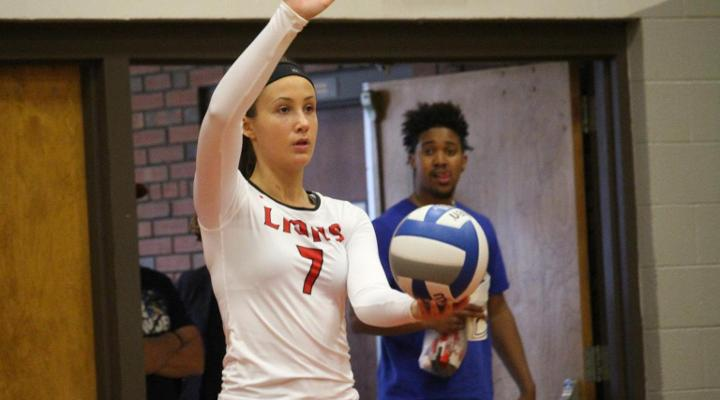 Women's Volleyball Downs Salem State, Falls to Mount Ida in Season-Opener