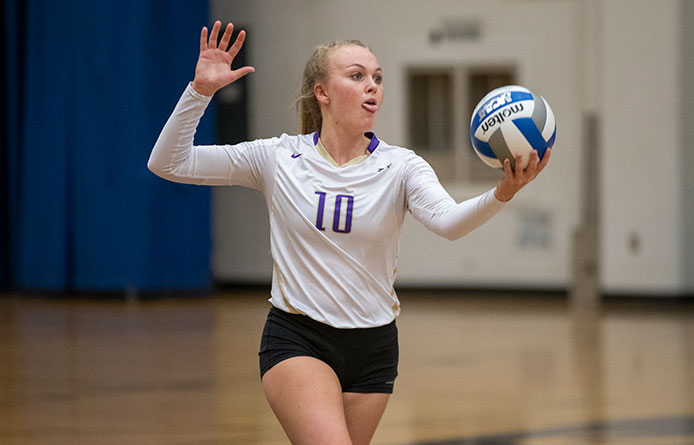 Women's Volleyball Opens Home Schedule with Loss Against Middlebury