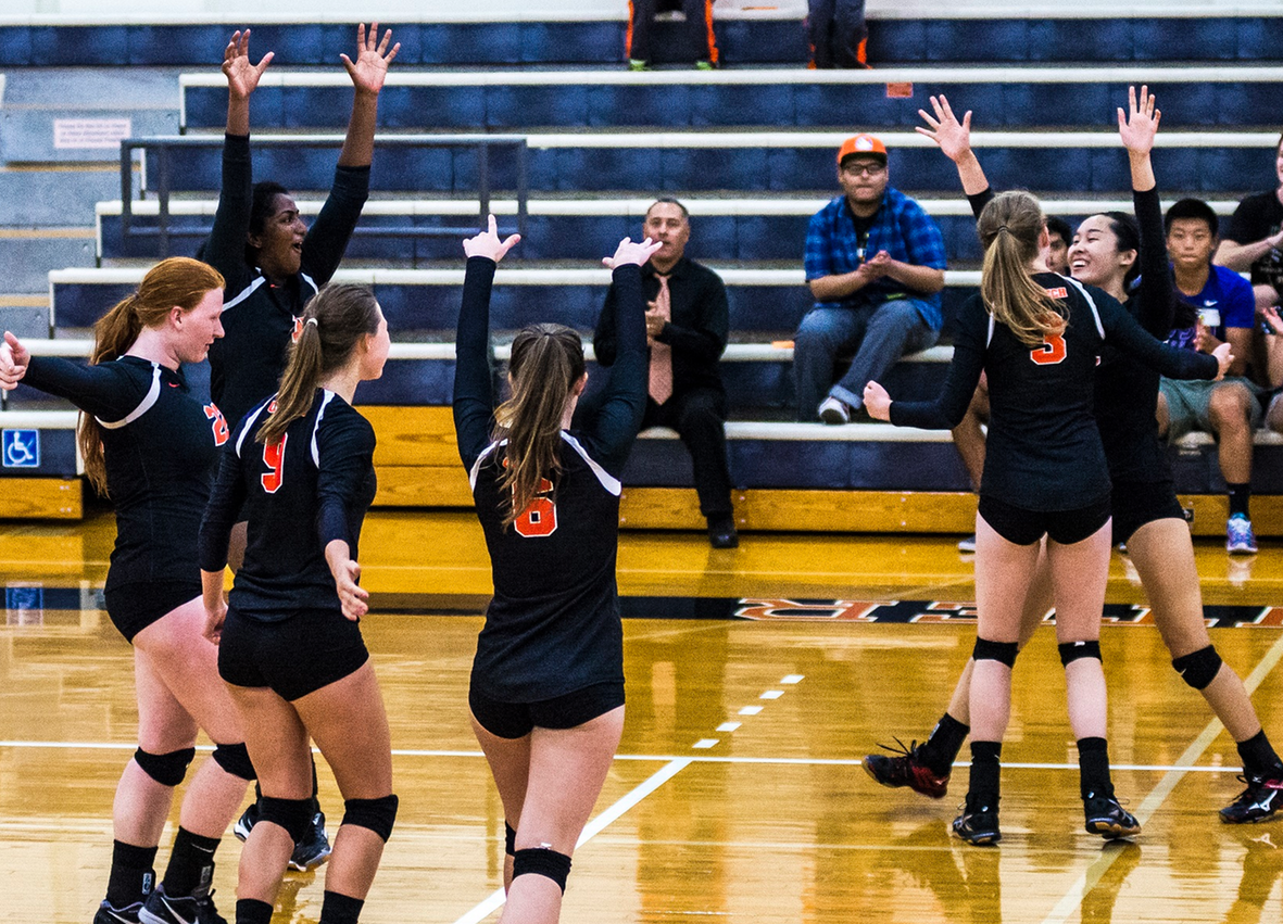 Volleyball Sends Off Seniors with Win