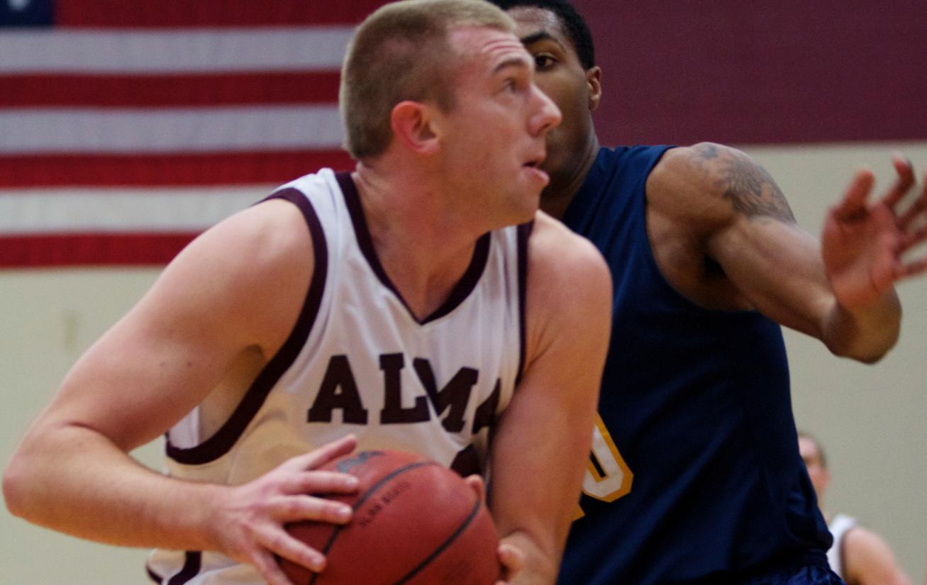 Alma Men's Hoops edges the University of Chicago 76-74 on Saturday afternoon in Bill Sudeck Holiday Classic