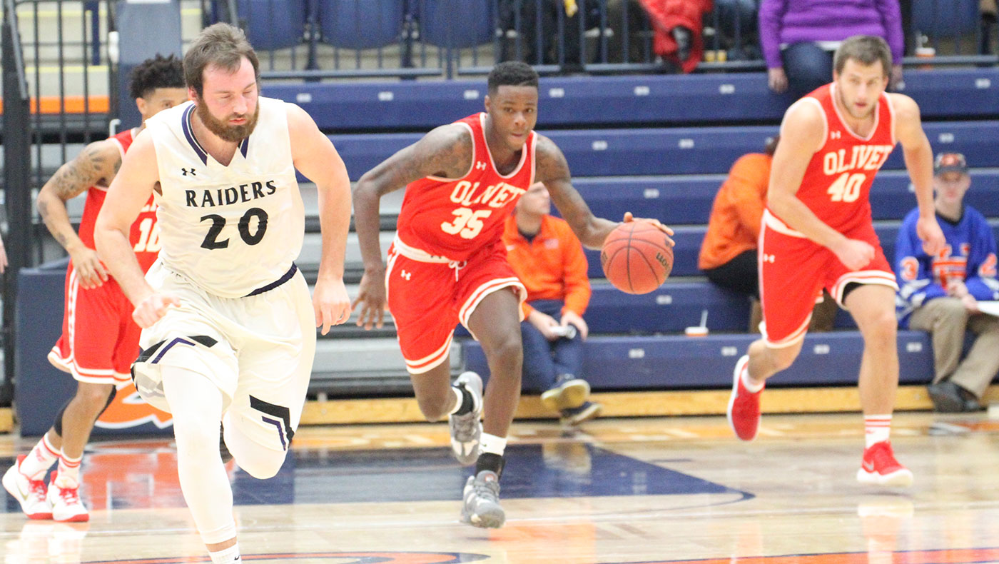 Men's basketball team edged by Hope, 87-84