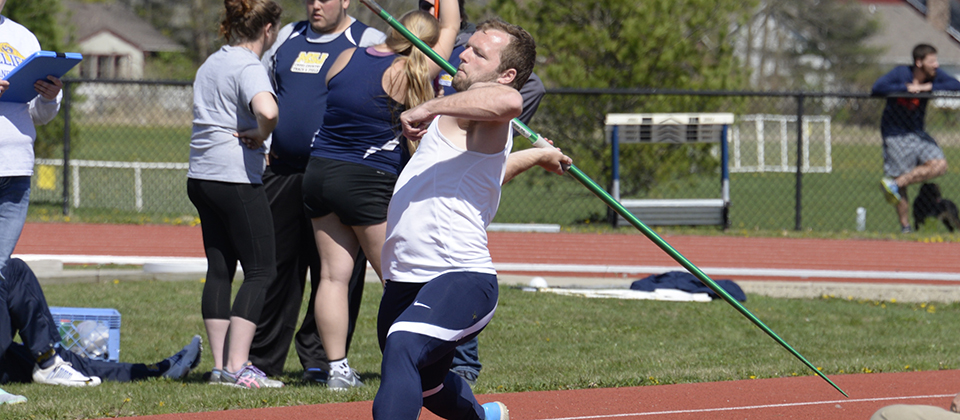 RECAP | Track and Field Wraps Up Regular Season at Rose-Hulman Twilight Event