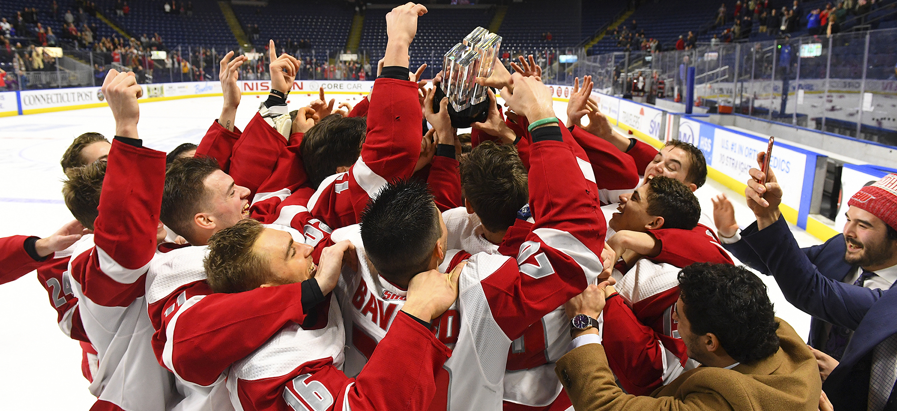 Men's Ice Hockey Knocks Off 17th Ranked Quinnipiac To Claim CT Ice Title