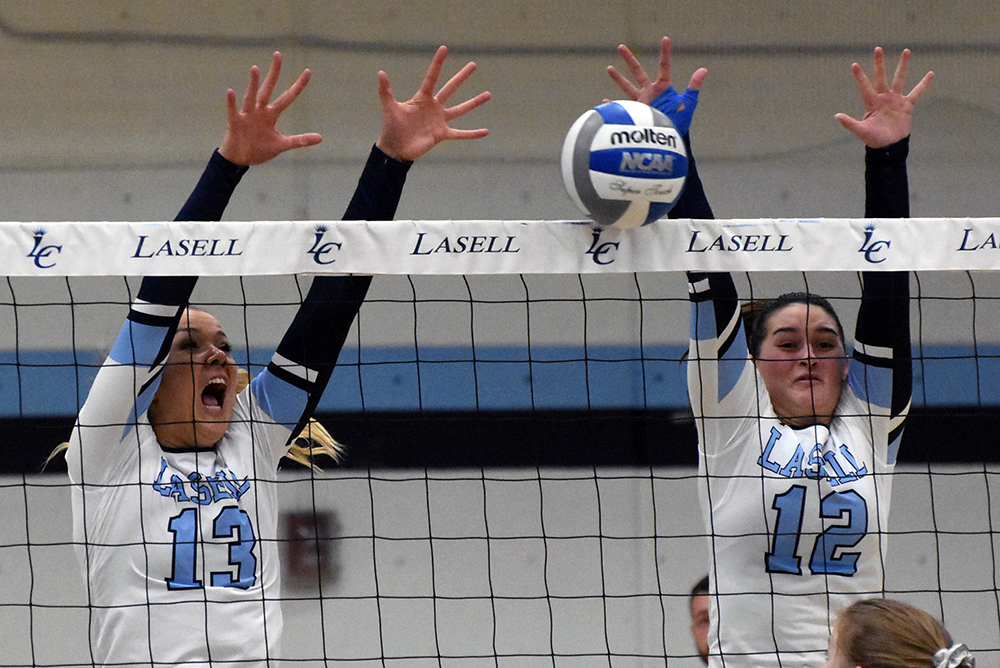 WVB: UNE outlasts Lasell in five sets; Perez Diaz posts double-double for Lasers