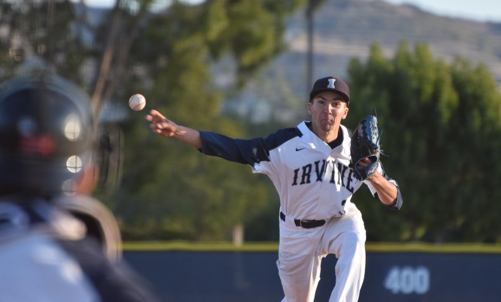 Baseball team battles for extra-inning victory at Saddleback