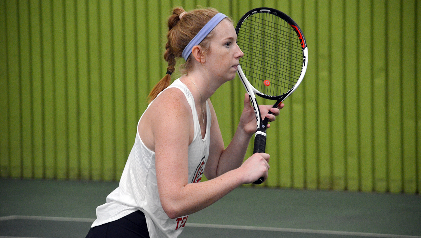 Women's tennis team loses to Concordia, 9-0