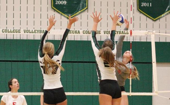 Keuka College Volleyball Falls in 5 Sets to Abington