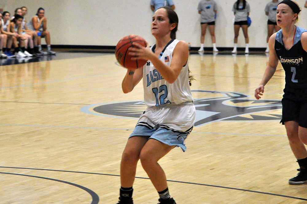 Lasell Women's Basketball falls to Middlebury