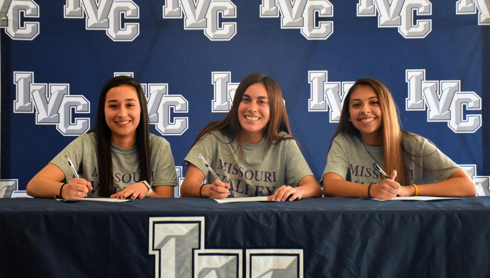 Three women's soccer players headed to Missouri Valley