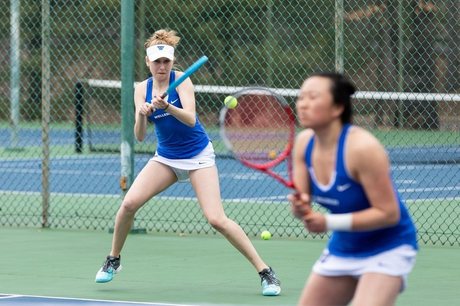 (l) Michaela Markwart and (r) Justine Huang helped the Blue take a 2-1 lead in doubles (Frank Poulin).
