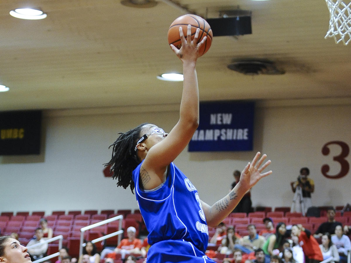 Udenze Leads Blue Devils to 60-48 Win at New Hampshire