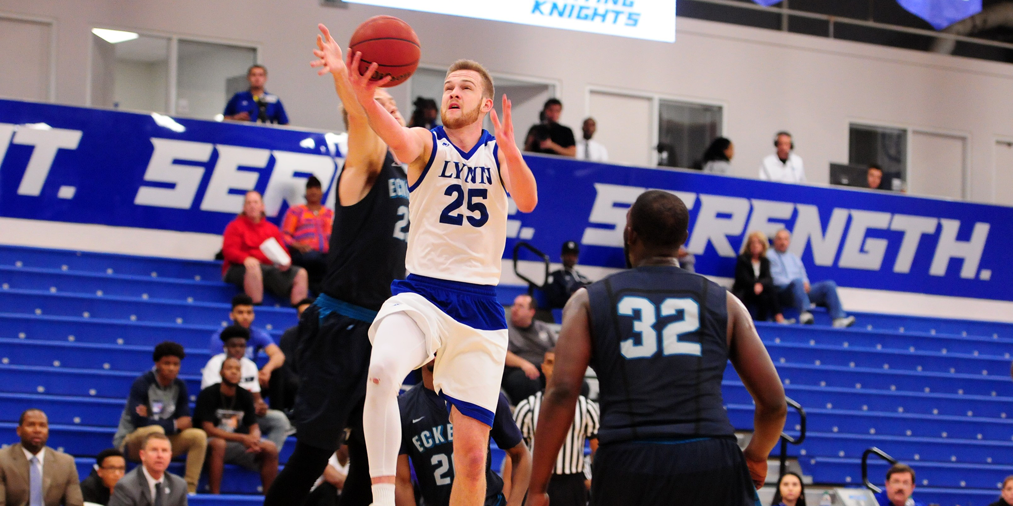 Four Score in Double Figures as Men's Basketball Secures Road Win