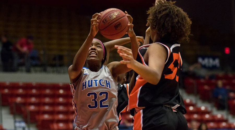 Jada Mickens leads the Blue Dragon women to a 50-35 victory over Dodge City on Monday in Dodge City (Allie Schweizer/Blue Dragon Sports Information)