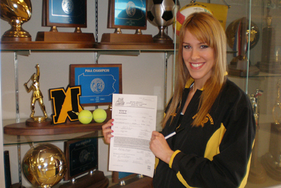 WOMEN'S TENNIS SIGNS PAIR OF STANDOUTS TO NLI
