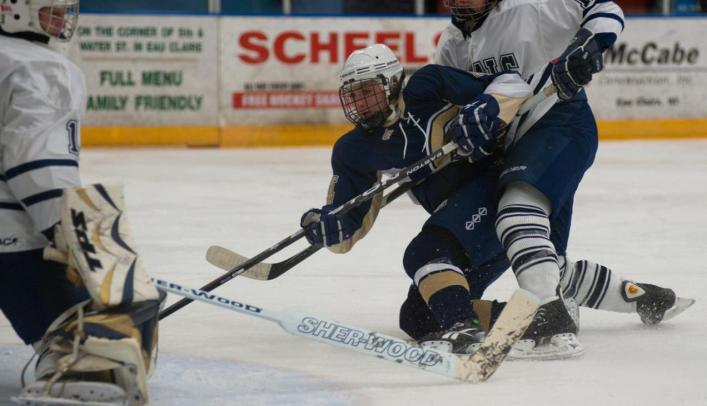 Women's Hockey Battles Back Against Bethel