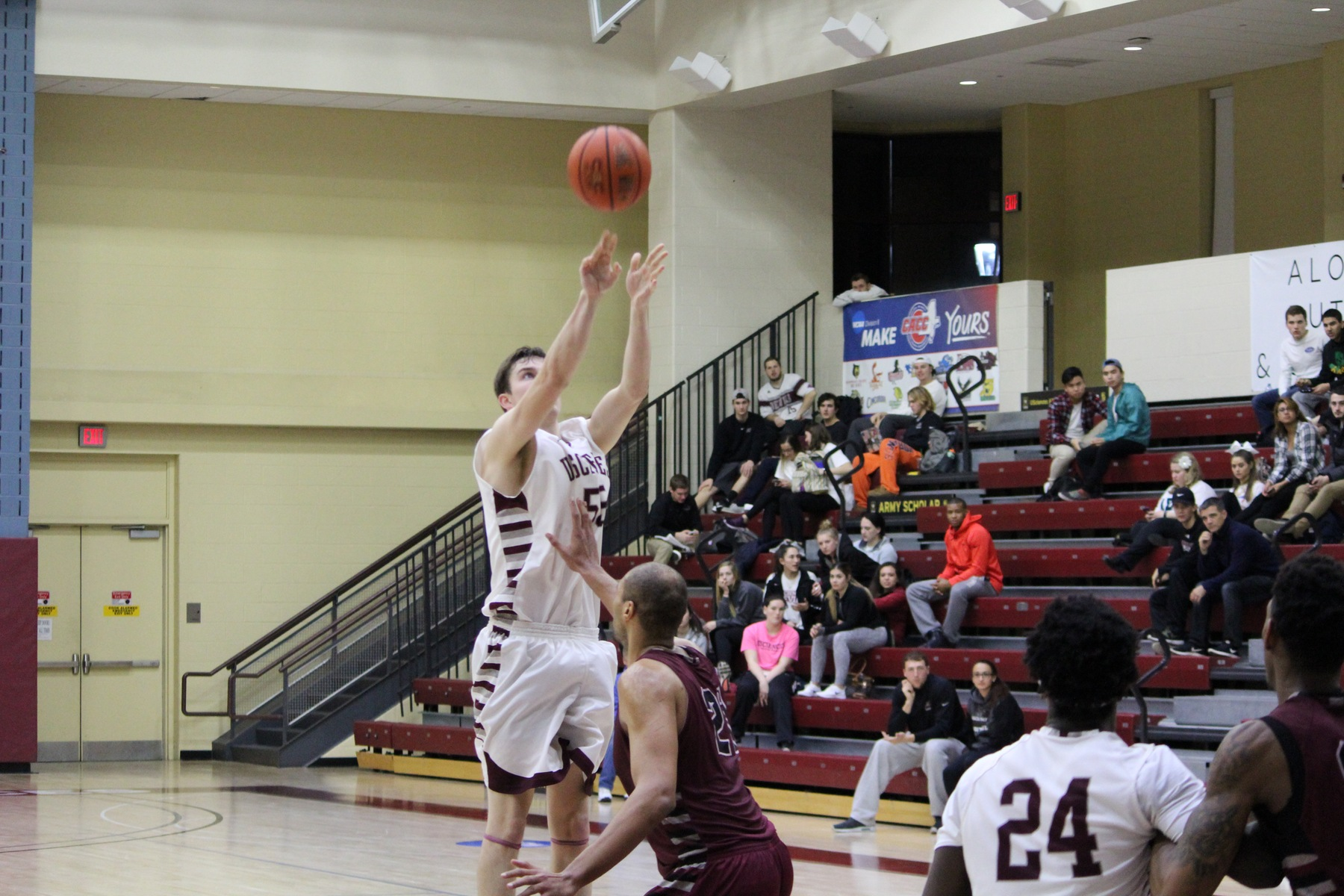 Men's Basketball Posts Near Wire-to-Wire Win Over LIU Post in Season-Opener