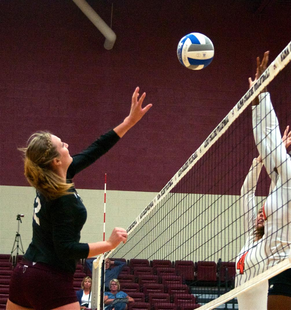 Volleyball beats Olivet 3-0 (25-19, 25-19, 25-17) on Friday