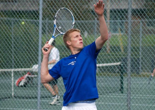 Isch was unblemished on the day, earning an 8-0 win at No.1 doubles, and a 6-0, 6-0 victory at No.2 singles