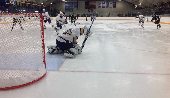 Men's Hockey Falls to Top-Ranked St. Norbert on the eve of Thanksgiving