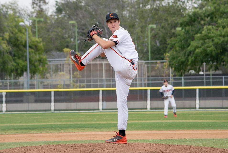 Kearney Pitches Gem as Baseball Takes SCIAC Leader La Verne to Wire