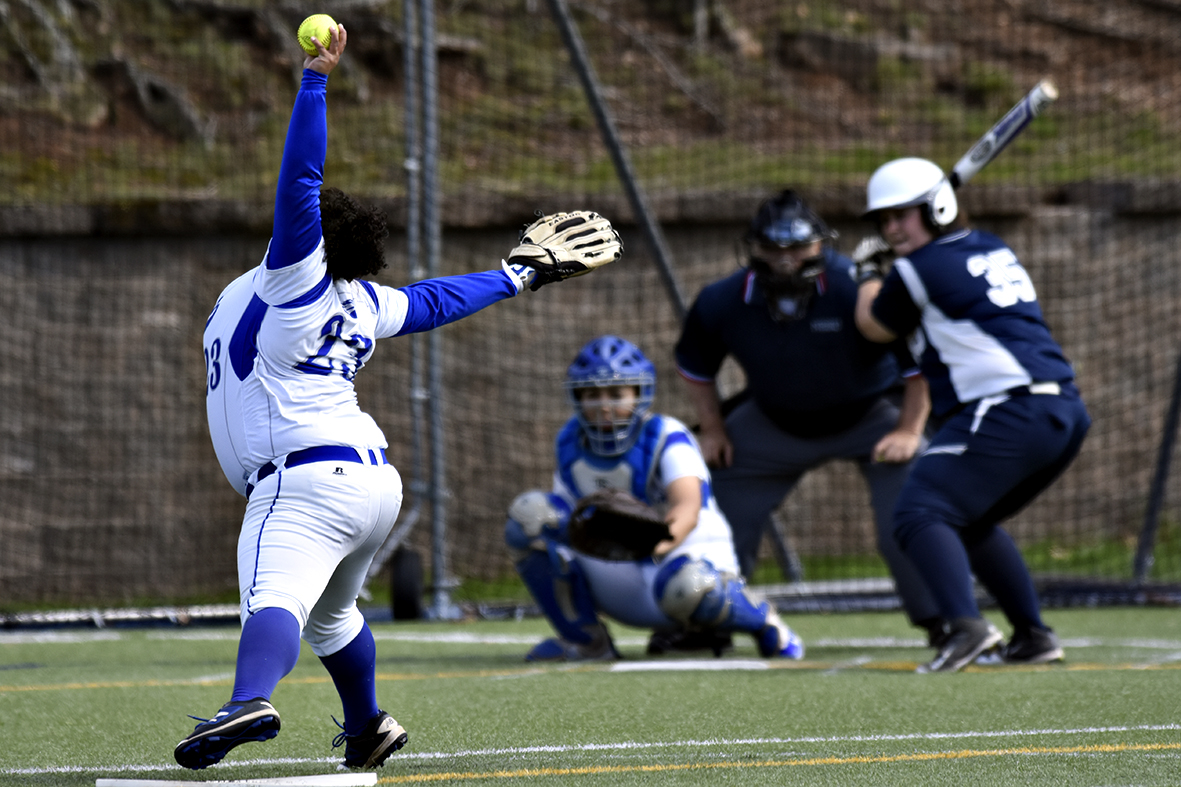 Softball Sweeps Rivier in GNAC Doubleheader