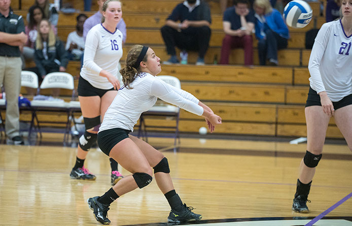 Women's volleyball drops pair of narrow sets in 3-1 loss at Pace