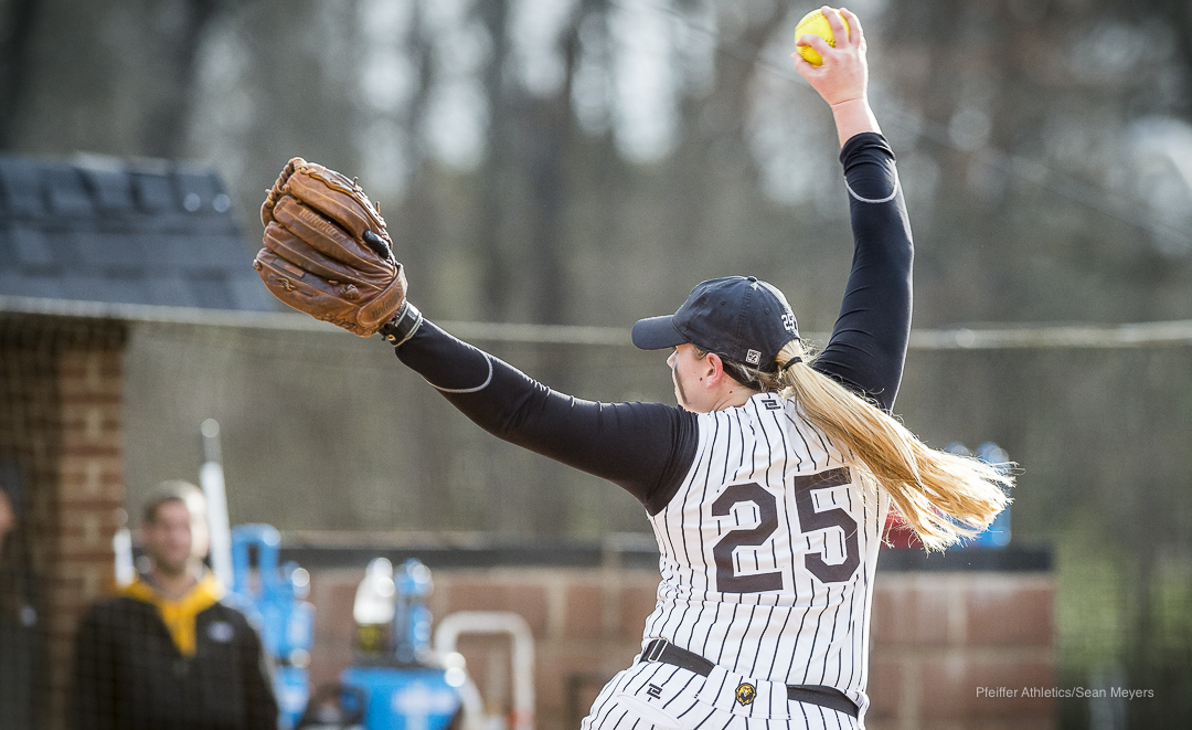 Softball Extends Season-Best Win Streak to Nine With DH Sweep of Randolph