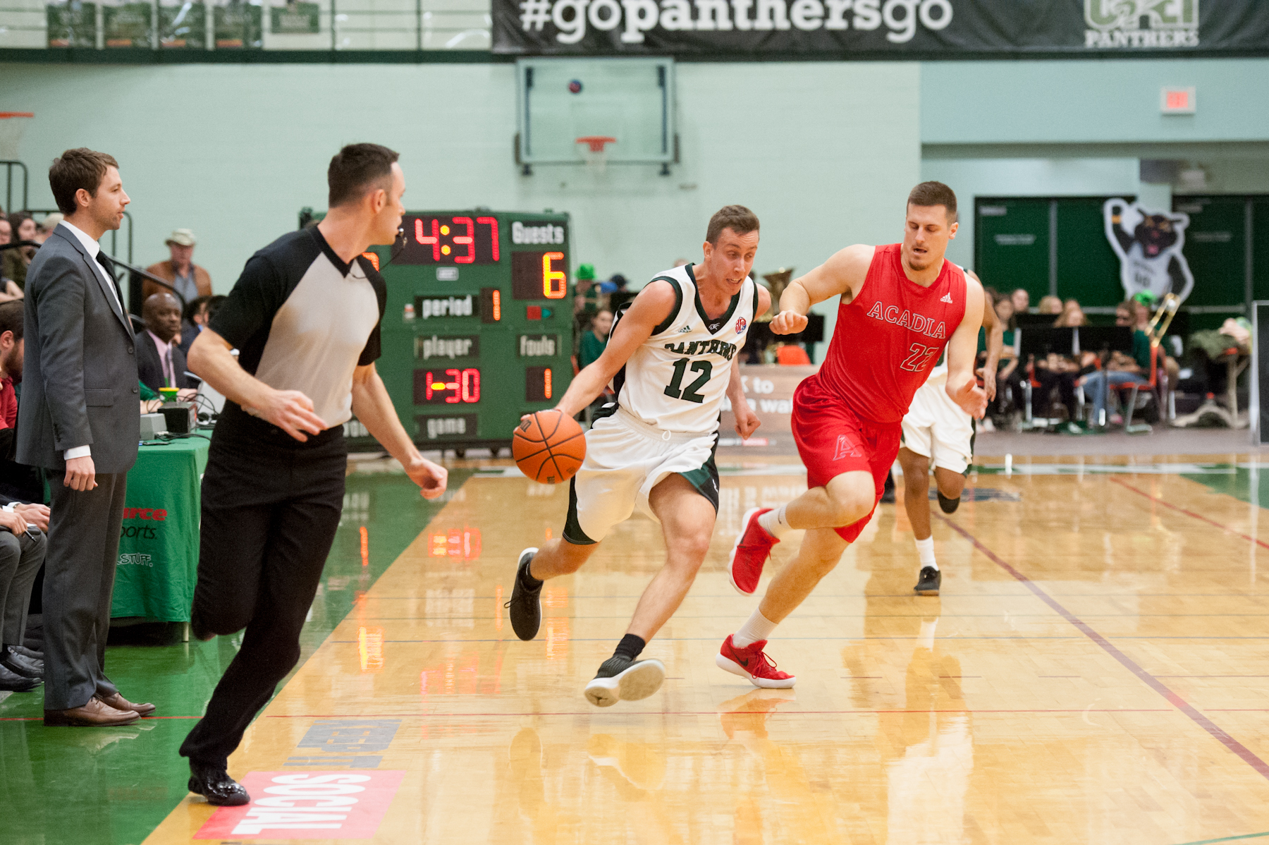 Axemen find stroke in dominant third, defeat Panthers 88-78