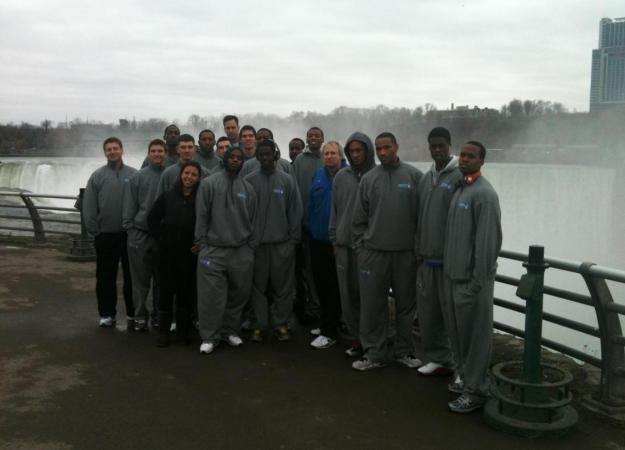 The men's team made a quick stop at Niagara Falls on Monday morning