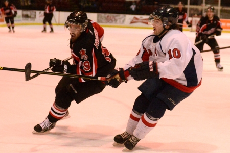 CIS men's hockey Friday roundup: V-Reds secure 1st place with 4-2 win over Axemen